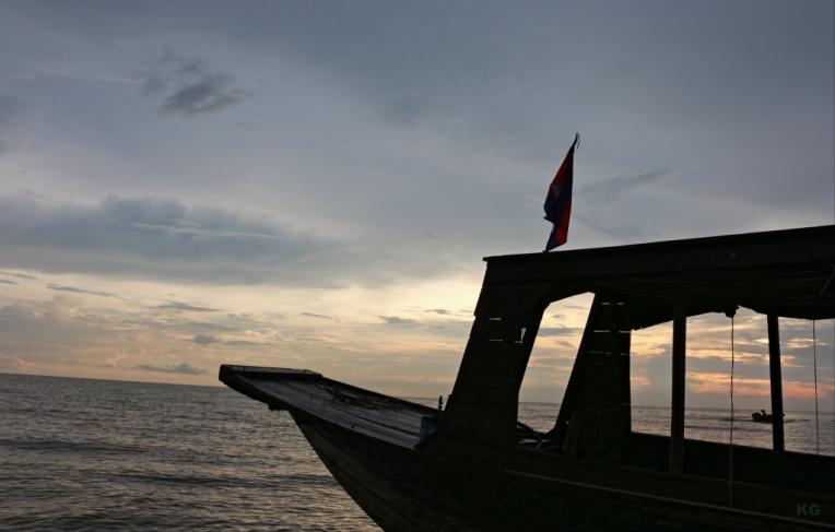 sunset_lake_siemreap